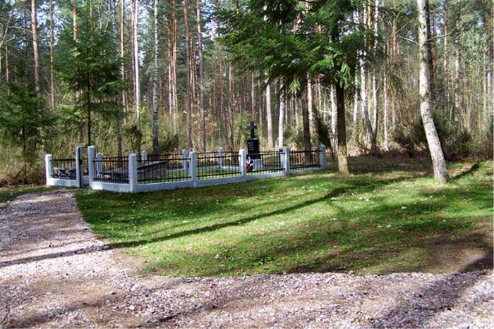 Jeziorko koło Łomży - Cmentarz leśny